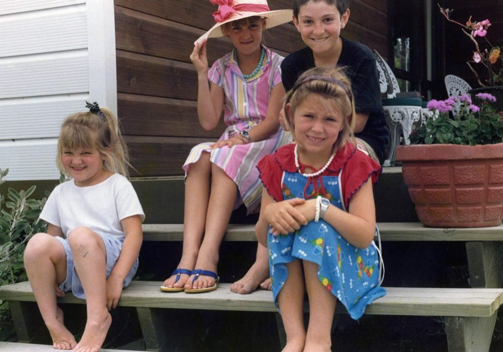 Jacinda Ardern with her brother and cousins, 1987